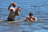 Youth bathed in the reservoir in summer day near the town of Konakovo — Stock Photo