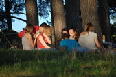Young people and nature. Camping in the woods by the lake in Konakovo — Stockfoto