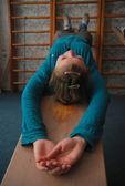 人気のあるウェルネス治療は、背中の筋肉をストレッチ — ストック写真