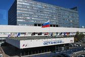 Вид на центр телевидения Останкино с монорельсовой дороги в Москве — Стоковое фото