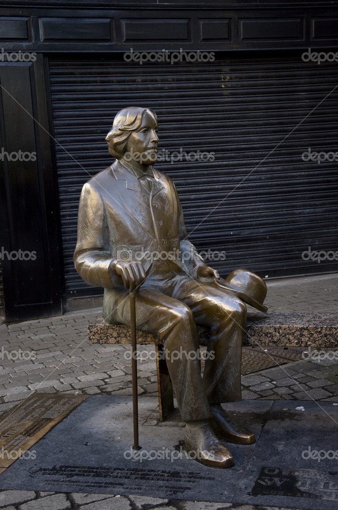 Oscar Wilde and Eduard Wilde statue in Gallway — Stock Photo #19130543