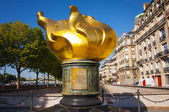 Flame of liberty in Paris — Stockfoto