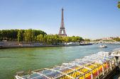 Navigazione sul fiume senna — Foto Stock