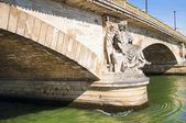 Pont des invalides in parijs — Stockfoto
