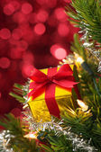 Small gift on Christmas tree.(vertical) — Stockfoto