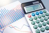 Gráfico y calculadora. — Foto de Stock