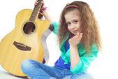 Chica con guitarra — Foto de Stock