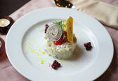 Salad with caviar — Stockfoto