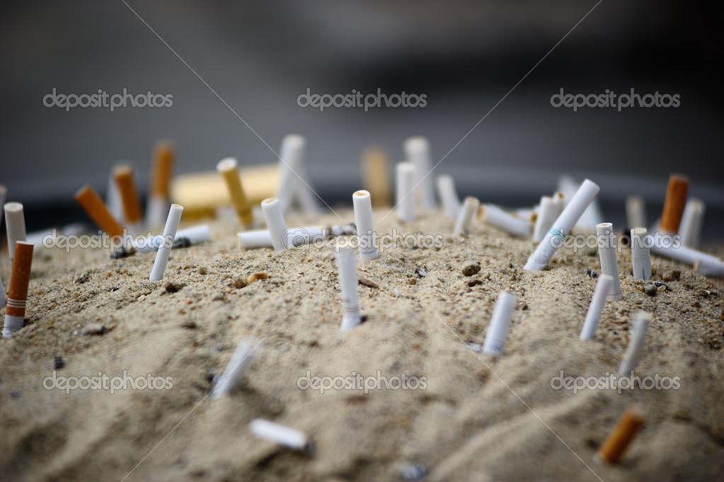 zigaretten einmischst sand aschenbecher stockfoto 29886685. Black Bedroom Furniture Sets. Home Design Ideas