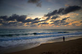 Sunset of Mai Khao beach in Phuket — Stock Photo
