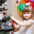 The girl decorates a New Year tree — Foto de Stock