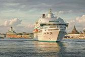 Cruise ship arriving at Helsinki port — Stock Photo