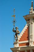 Estátua na esquina da casa de cravos — Foto Stock