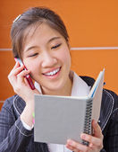 Business woman talking on the phone — Stock Photo