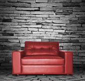 Rotes sofa im zimmer — Stockfoto