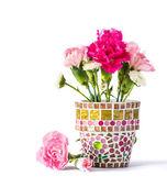 Carnation in mosaic flower pot — Zdjęcie stockowe