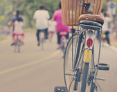 Vintage bicycle in the park — Stockfoto