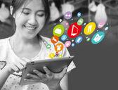 Mujer feliz de compras online — Foto de Stock