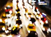 Ruch w nocy. rozmycie obrazu w ruchu. — Zdjęcie stockowe