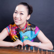 Girl and Chinese zither — Stockfoto