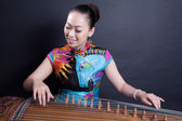 Girl playing Chinese zither — Stock Photo