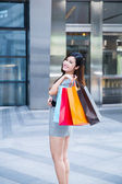 Young woman shopping outside the mall — Stock Photo