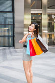 Young woman shopping outside the mall — Foto Stock