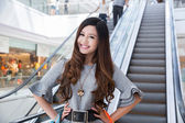Beautiful young woman shopping in mall — Stock Photo