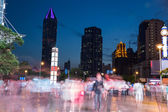 Night scenery of the city, crossing at night, burred crowd — Foto Stock