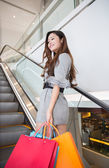 Beautiful young woman shopping in mall — Stock Photo
