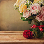 Background with beautiful roses bouquet — Stock Photo