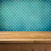Fondo con mesa cubierta de madera — Foto de Stock