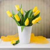 Spring tulips bouquet — Stock Photo
