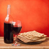 Matza and wine for passover seder celebration — Stock Photo