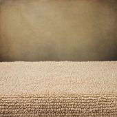 Background with carpet surface and grunge wall — Stock Photo