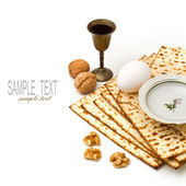 Matzo, egg, walnuts and wine for passover celebration — Stockfoto