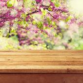 τραπέζι άδειο ξύλινο κατάστρωμα — Φωτογραφία Αρχείου