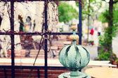 Vacker bokeh bakgrund med staket detalj — Stockfoto
