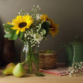 Still life with sunflower bouquet on wooden table — Stock Photo
