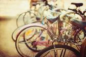 Dettaglio di biciclette d'epoca da vicino con il bokeh sfondo — Foto Stock