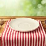assiette vide avec couteau et fourchette — Photo