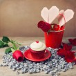 Cupcake and roses — Stock Photo