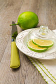 Lemon under glass lid — Stockfoto