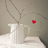 Paper heart hanging on tree branch — 图库照片