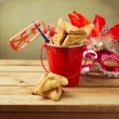 Hamantaschen cookies with grogger noise maker — Stock Photo