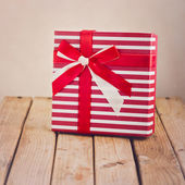 Gift box with ribbon and bow — Stock Photo