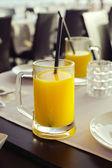 在玻璃中的橙汁 — 图库照片