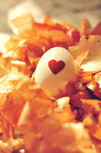 White egg with painted red heart — Stock Photo