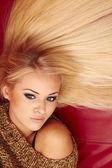 Belle jeune femme blonde — Photo