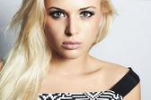 женщина красивая модная блондинка в dress.beauty girl.make вверх — Стоковое фото